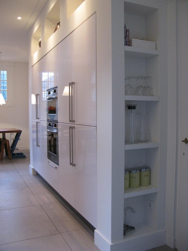 Zelf ontwerp keukenkast gehoor geven aan uw huis - Versier een kleine woonkamer ...